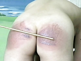 Domme girl gives an extreme spanking
