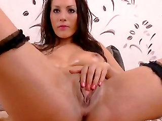 Brunette slut on webcam teasing with her wet pussy while stabbing